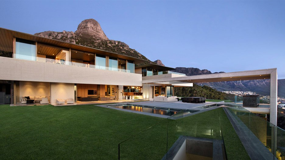 ovd-919-saota-residence-south-africa-cape-town-lions-head-copper-roof-concrete-architizer-a-award_dezeen_hero2